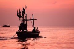小渔船在海 免版税库存照片