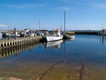 小渔船在菲英岛的丹麦一个港口 库存照片