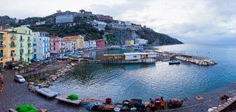 小港口全景在索伦托,意大利 图库摄影