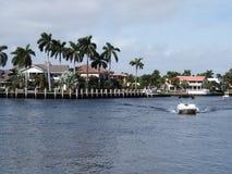 水小游艇船坞佛罗里达美国 免版税库存照片