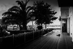 小游艇船坞公寓住宅区入口 免版税库存照片