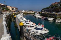 小游艇船坞利亚内斯阿斯图里亚斯 库存图片