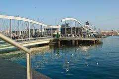 小游艇船坞口岸Vell和兰布拉Del Mar在巴塞罗那 免版税库存照片