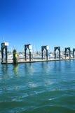 小游艇船坞和客人系泊 免版税库存图片