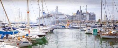 小游艇船坞和海口 免版税库存照片