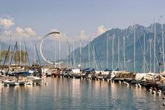 小游艇船坞和游艇在莱芒湖在洛桑在瑞士 免版税库存照片