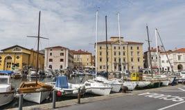 小游艇船坞和老沿海城市皮兰在斯洛文尼亚 免版税库存图片
