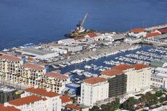 小游艇船坞和船坞围场 图库摄影