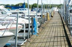 小游艇船坞在夏天 免版税库存照片