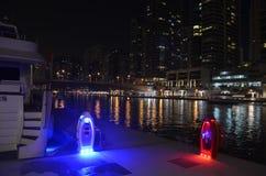 小游艇船坞在夜之前,迪拜, UEA 库存图片