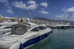 小游艇船坞在安大路西亚, Puerto Banus在马尔韦利亚 免版税库存图片