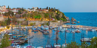 小游艇船坞在普遍的海滨胜地城市安塔利亚,土耳其 库存图片
