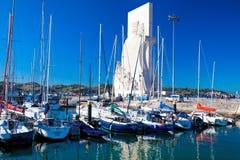 小游艇船坞在河的塔霍河里斯本贝拉母邻里 免版税库存照片