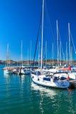 小游艇船坞在河的塔霍河里斯本贝拉母邻里 免版税图库摄影