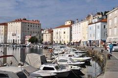 小游艇船坞在皮兰,斯洛文尼亚海岸 免版税库存照片
