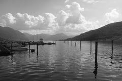 小游艇船坞在Iseo湖 库存图片