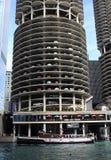小游艇船坞城市公寓区在芝加哥 免版税库存图片
