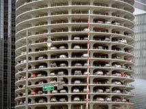 小游艇船坞城市塔停车处甲板在芝加哥 免版税库存照片