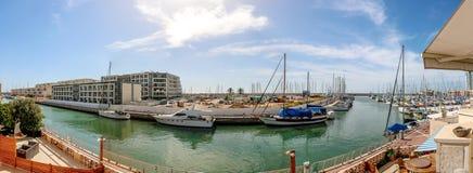 小游艇船坞村庄全景,赫兹里亚以色列 免版税库存照片