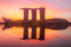 小游艇船坞海湾和沙子SkyPark在黎明 免版税库存照片