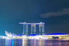 小游艇船坞海湾夜视图在2017年11月3日的新加坡铺沙度假旅馆 库存图片