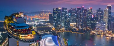 小游艇船坞海湾旅馆Skypark Skygarden Skybar在新加坡-太空飞船 免版税库存图片