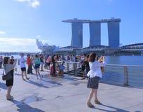 小游艇船坞海湾沙子和游人在新加坡 免版税库存照片