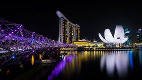 小游艇船坞海湾沙子在夜新加坡之前 库存图片