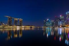 小游艇船坞海湾沙子看法在晚上在新加坡 图库摄影