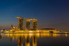 小游艇船坞海湾沙子看法在晚上在新加坡 免版税图库摄影