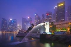 小游艇船坞海湾沙子,新加坡2015年10月12日:Merlion和skyscr 图库摄影
