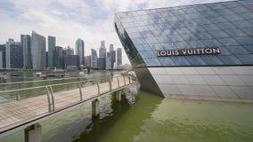 小游艇船坞海湾的新加坡路易威登商店 免版税库存照片