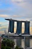 小游艇船坞海湾铺沙艺术科技馆和新加坡河 免版税库存图片