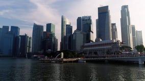 小游艇船坞海湾,新加坡2018年5月:商业区和Merlion公园看法  与新加坡市的运动的云彩 影视素材