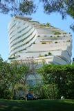 小游艇船坞白鹅des Anges大厦区的看法在安地比斯,法国附近的 免版税库存照片