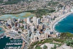 小游艇船坞的大角度看法在Calpe,阿利坎特,西班牙 图库摄影
