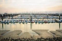 小游艇船坞的日落视图,勒阿弗尔 库存图片