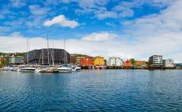 小游艇船坞的看法在特罗姆瑟,北部挪威 免版税库存照片