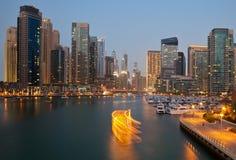 从小游艇船坞的迪拜地平线 库存照片