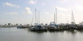 小游艇船坞的风景视图和小船在Biloxi,密西西比滑倒 免版税库存照片
