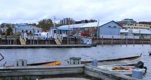 小游艇船坞视图在伯灵屯,佛蒙特4K 股票录像