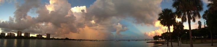 小游艇船坞顶起萨拉索塔佛罗里达 库存图片