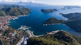 小游艇船坞, Gocek,费特希耶,土耳其鸟瞰图  免版税库存照片