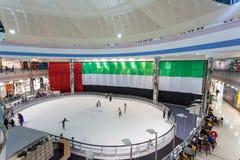 小游艇船坞购物中心的滑冰场,阿布扎比 免版税库存照片