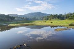 小湖在Suoi近Tia Ho Tuyen Lam湖,大叻市城市,越南 库存图片