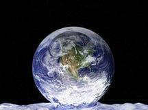 小滴地球水 库存例证