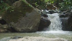 小瀑布和小河流动 股票视频