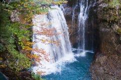 小瀑布和水池 免版税库存图片