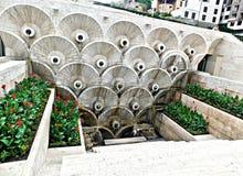 小瀑布喷泉在耶烈万,亚美尼亚 库存照片