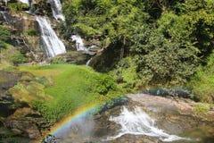 小瀑布在有彩虹的泰国 库存照片